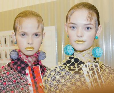 make up artist gold lips