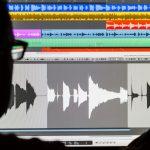 Tecnico del suono, con Pro Tools per il montaggio audio per il cinema